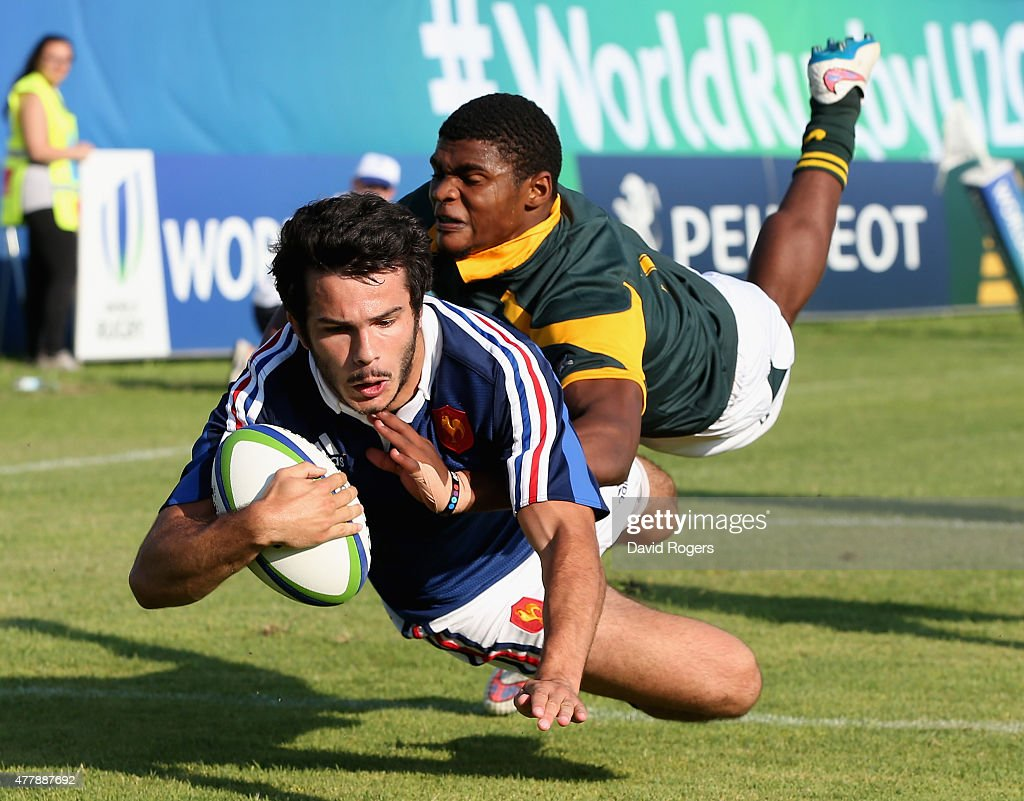 Arthur Bonneval of France evades Warrick Gelant to score the first try during the World Rugby U20 Championship 3rd Place Play-Off match between France and South Africa at Stadio Giovanni Zini on June 20, 2015 in Cremona, Italy.