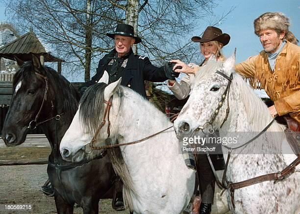 Arthur Brauss Horst Janson Christine Zierl Pferde Karl MayFestspiele Bad Segeberg reiten WesternKostüme Hut Stetson Tier Bärenfellmütze Cowboy Kostüm