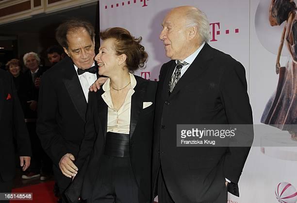 Arthur Cohn Mit Michel Piccoli Und Dessen Ehefrau Ludivine Clerc Bei Der 21 Diva Verleihung Im Bayerischen Hof In München