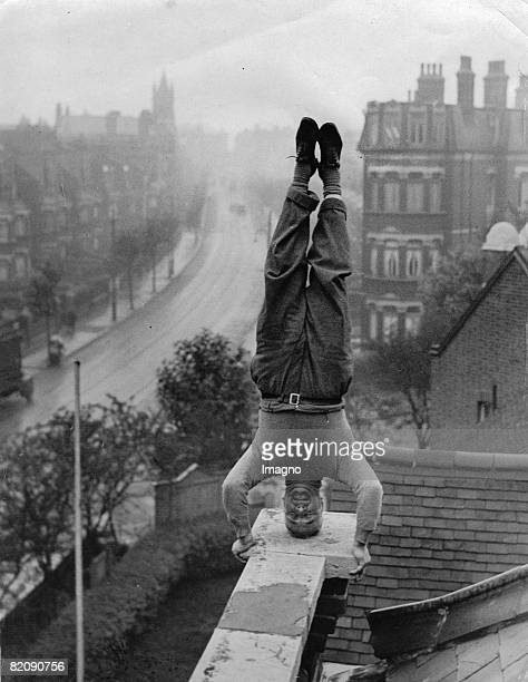 Arthur Hesth an inhabitant of Cricklewood performing a headstand on the roof of his house Photograph Around 1930 [Arthur Hesth ein Bewohner von...
