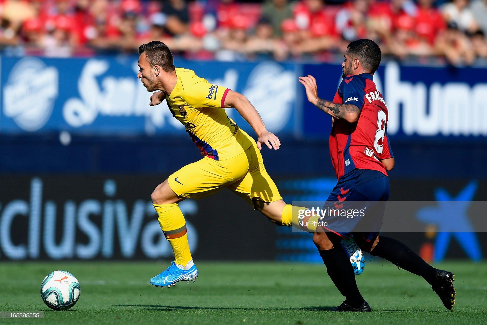 صور مباراة : أوساسونا - برشلونة 2-2 ( 31-08-2019 )  Arthur-melo-of-barcelona-and-fran-merida-of-osasunacompetes-for-the-picture-id1165395555?s=2048x2048