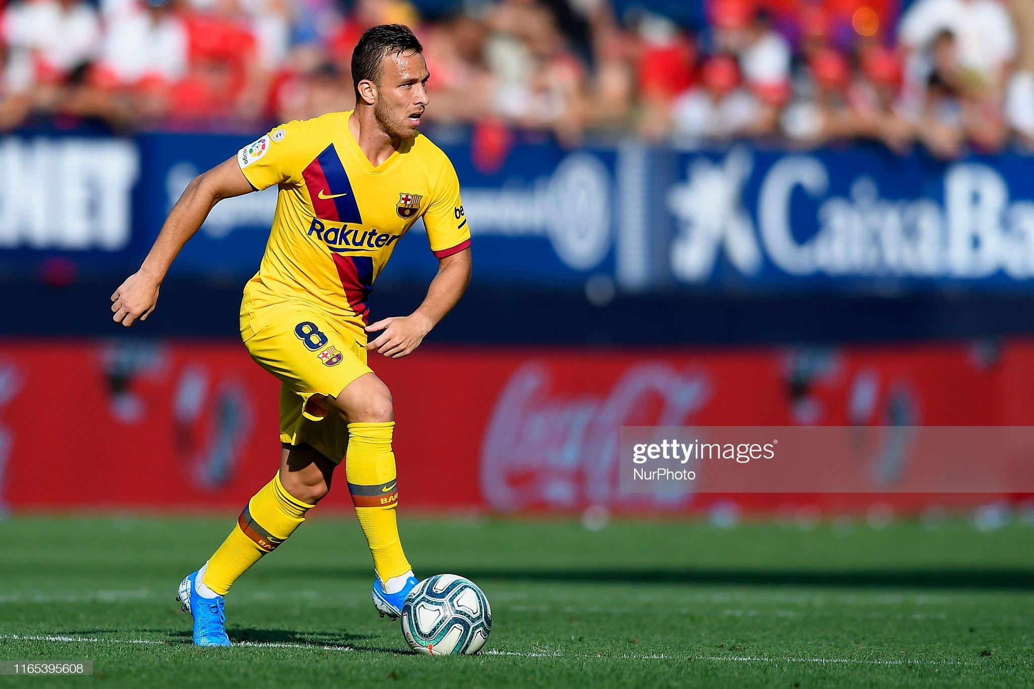 صور مباراة : أوساسونا - برشلونة 2-2 ( 31-08-2019 )  Arthur-melo-of-barcelona-controls-the-ball-during-the-liga-match-ca-picture-id1165395608?s=2048x2048