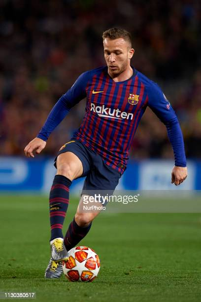 Arthur Melo of Barcelona controls the ball during the UEFA Champions League Round of 16 Second Leg match between FC Barcelona and Olympique Lyonnais...