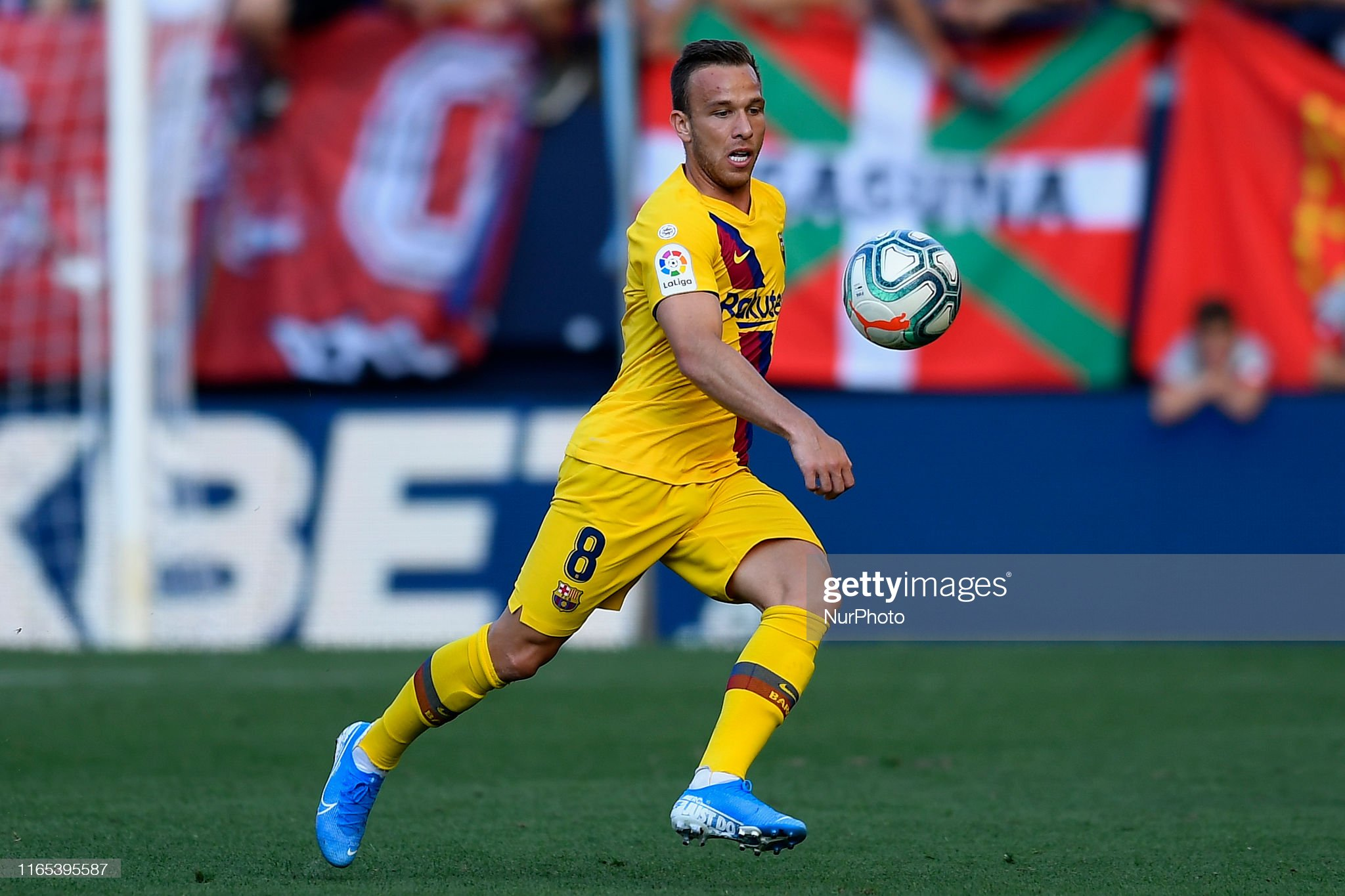 صور مباراة : أوساسونا - برشلونة 2-2 ( 31-08-2019 )  Arthur-melo-of-barcelona-in-aciton-during-the-liga-match-between-ca-picture-id1165395587?s=2048x2048
