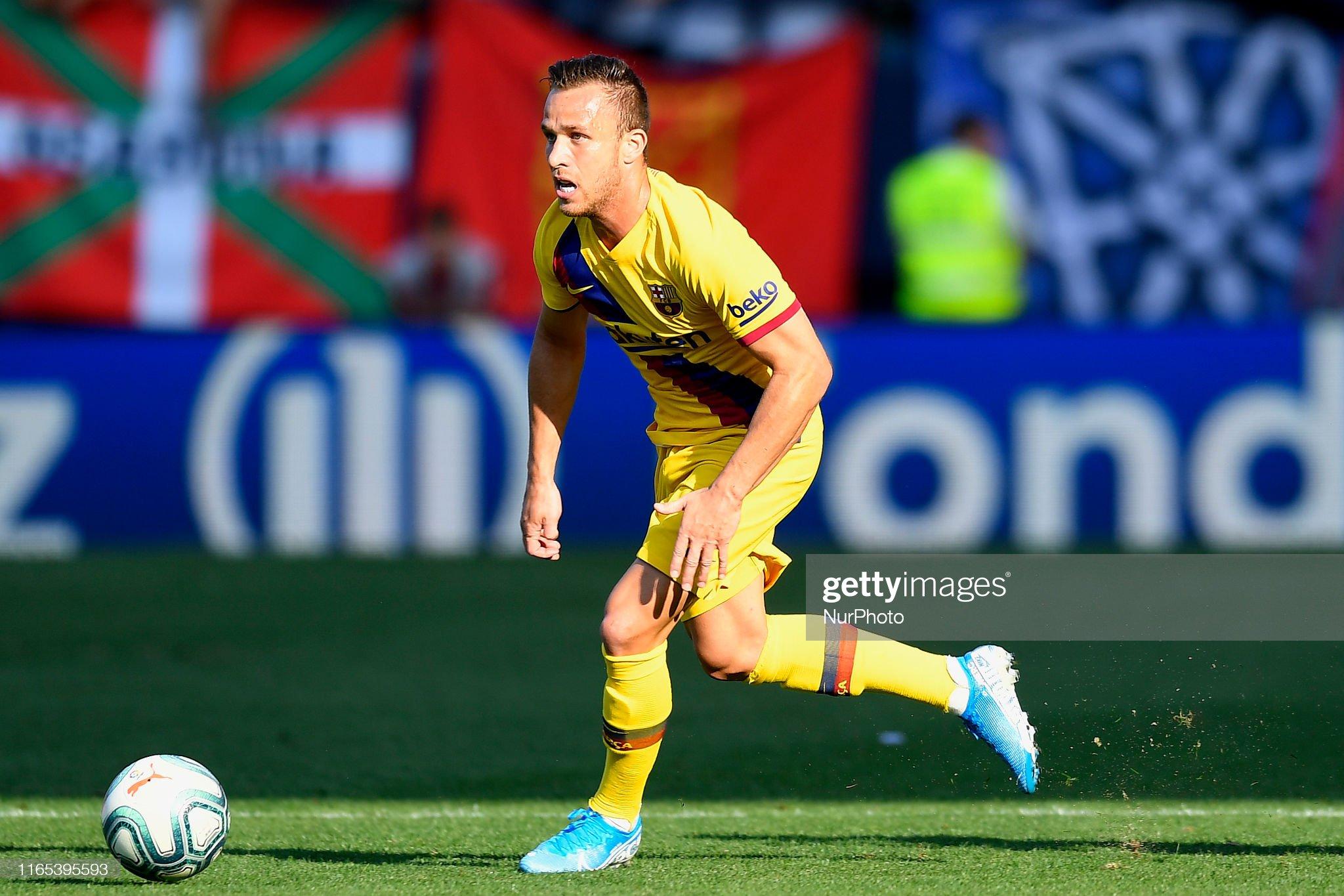 صور مباراة : أوساسونا - برشلونة 2-2 ( 31-08-2019 )  Arthur-melo-of-barcelona-in-aciton-during-the-liga-match-between-ca-picture-id1165395593?s=2048x2048