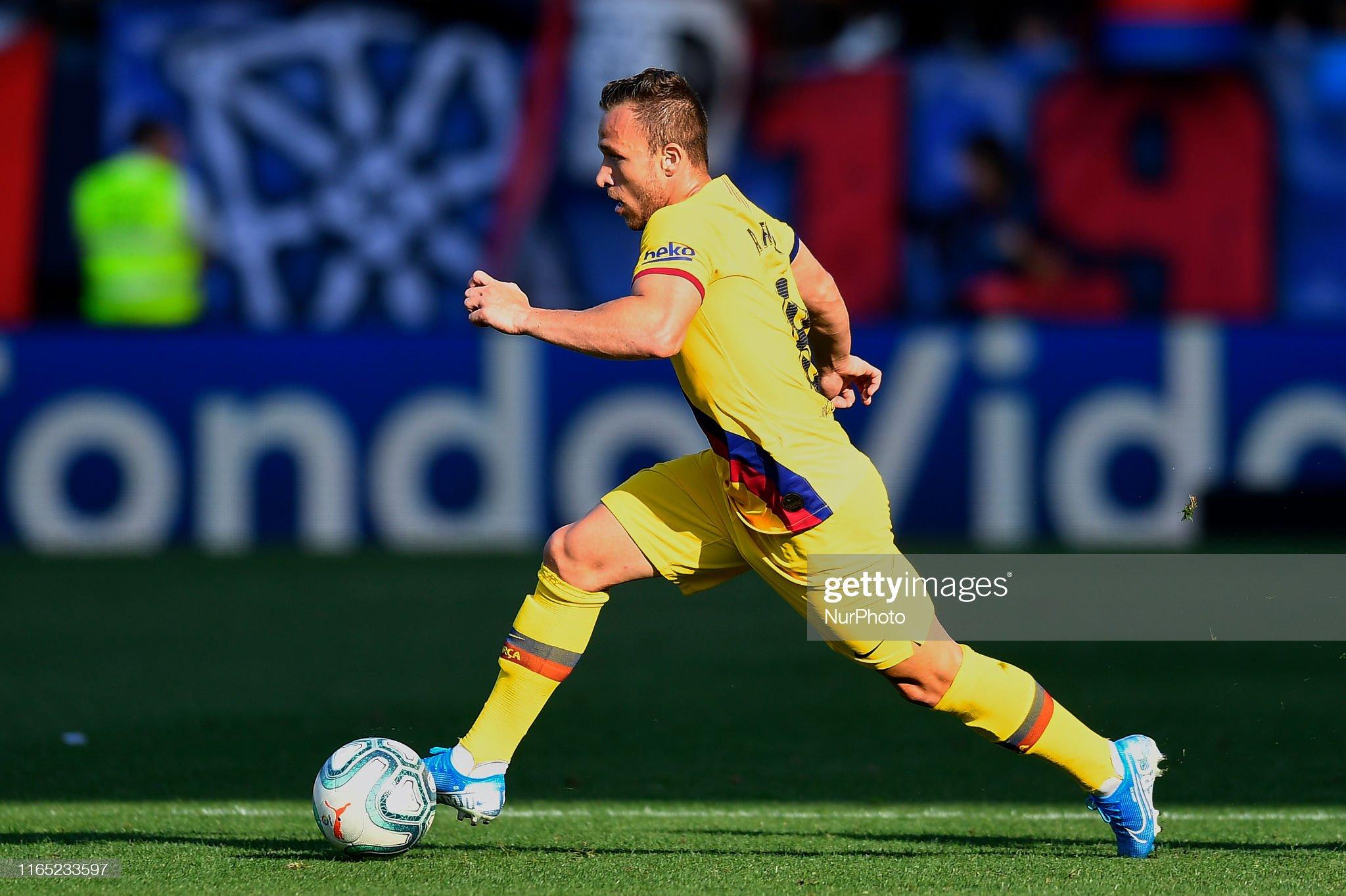 صور مباراة : أوساسونا - برشلونة 2-2 ( 31-08-2019 )  Arthur-melo-of-barcelona-in-action-during-the-liga-match-between-ca-picture-id1165233597?s=2048x2048