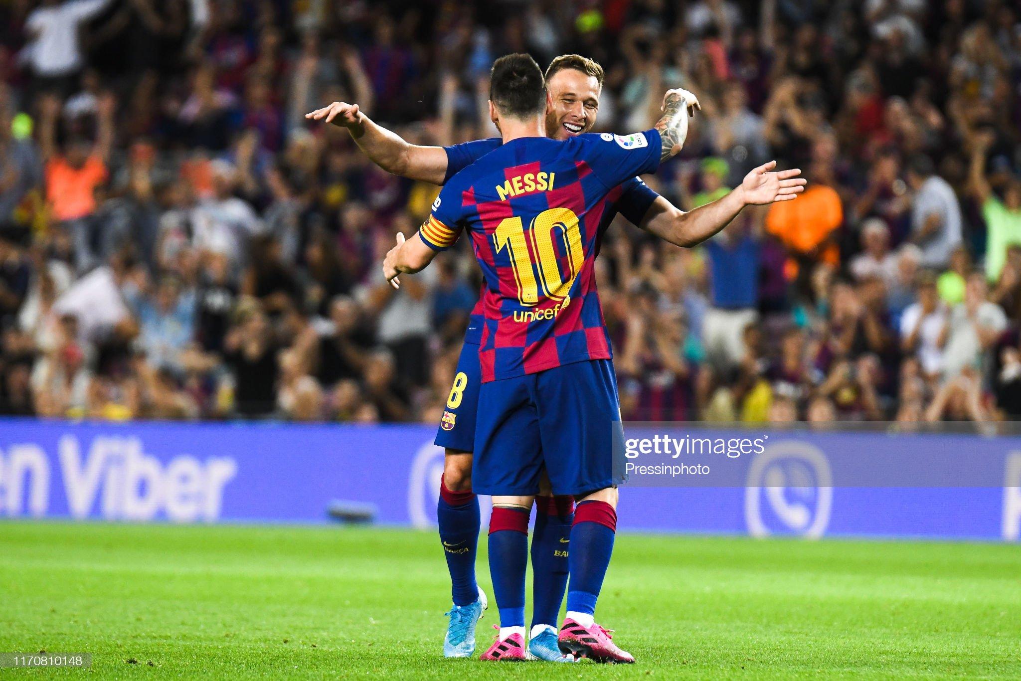 صور مباراة : برشلونة - فياريال 2-1 ( 24-09-2019 )  Arthur-melo-of-fc-barcelona-celebrates-his-goal-with-his-teammates-picture-id1170810148?s=2048x2048