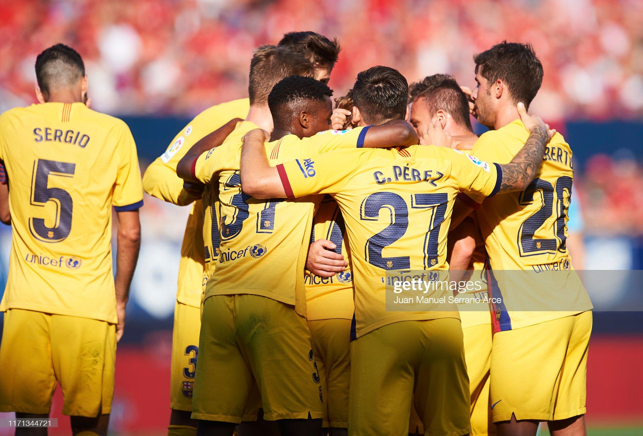 صور مباراة : أوساسونا - برشلونة 2-2 ( 31-08-2019 )  Arthur-melo-of-fc-barcelona-celebrates-with-teammates-after-scoring-picture-id1171344721?s=2048x2048
