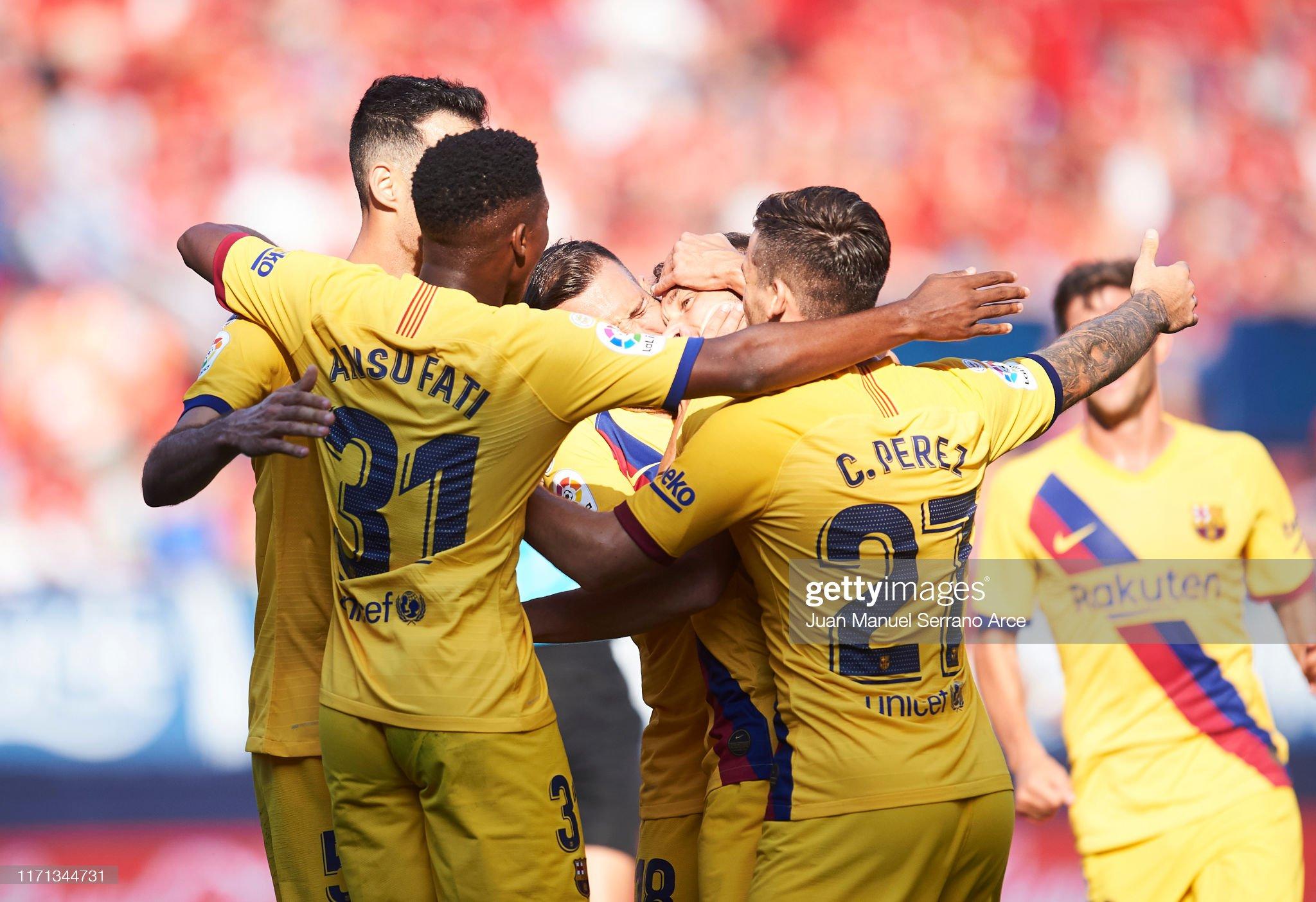 صور مباراة : أوساسونا - برشلونة 2-2 ( 31-08-2019 )  Arthur-melo-of-fc-barcelona-celebrates-with-teammates-after-scoring-picture-id1171344731?s=2048x2048