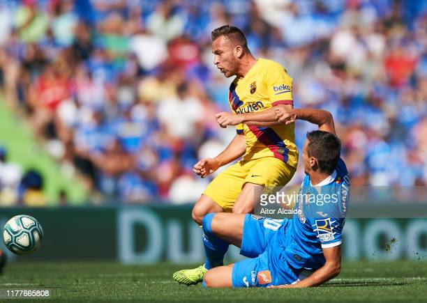 Arthur Melo of FC Barcelona duels for the ball with Nemanja Maksimovic of Getafe CF during the Liga match between Getafe CF and FC Barcelona at...