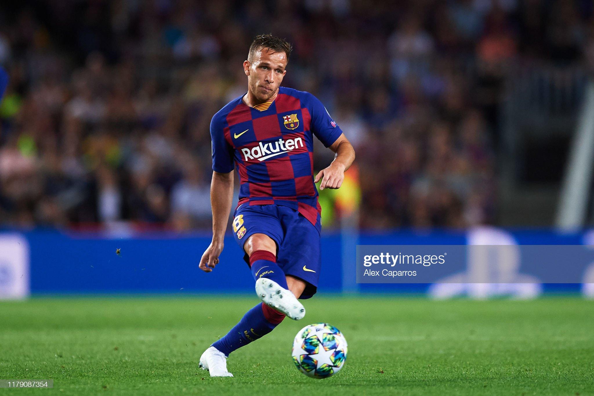 صور مباراة : برشلونة - إنتر 2-1 ( 02-10-2019 )  Arthur-melo-of-fc-barcelona-plays-the-ball-during-the-uefa-champions-picture-id1179087354?s=2048x2048
