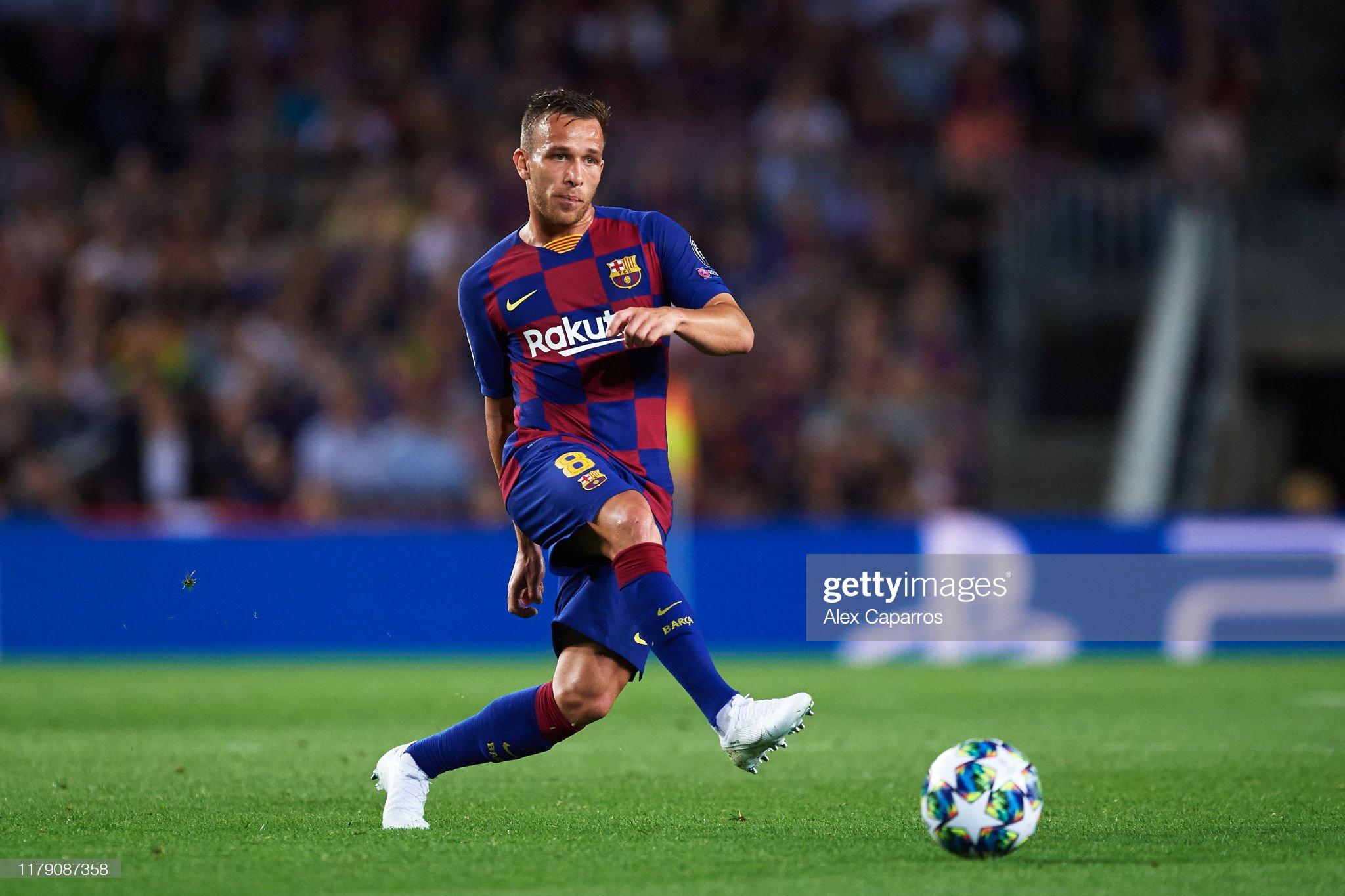 صور مباراة : برشلونة - إنتر 2-1 ( 02-10-2019 )  Arthur-melo-of-fc-barcelona-plays-the-ball-during-the-uefa-champions-picture-id1179087358?s=2048x2048