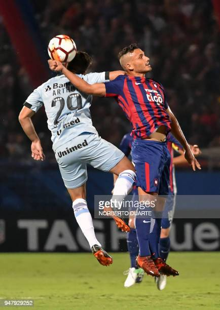 Arthur of Brazils Gremio vies for the ball with Juan Escobar of Paraguay's Cerro Porteno during their Copa Libertadores football match held at Pablo...