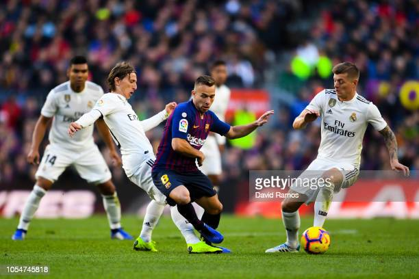 Arthur of FC Barcelona competes for the ball with Luka Modric and Toni Kroos of Real Madrid CF during the La Liga match between FC Barcelona and Real...