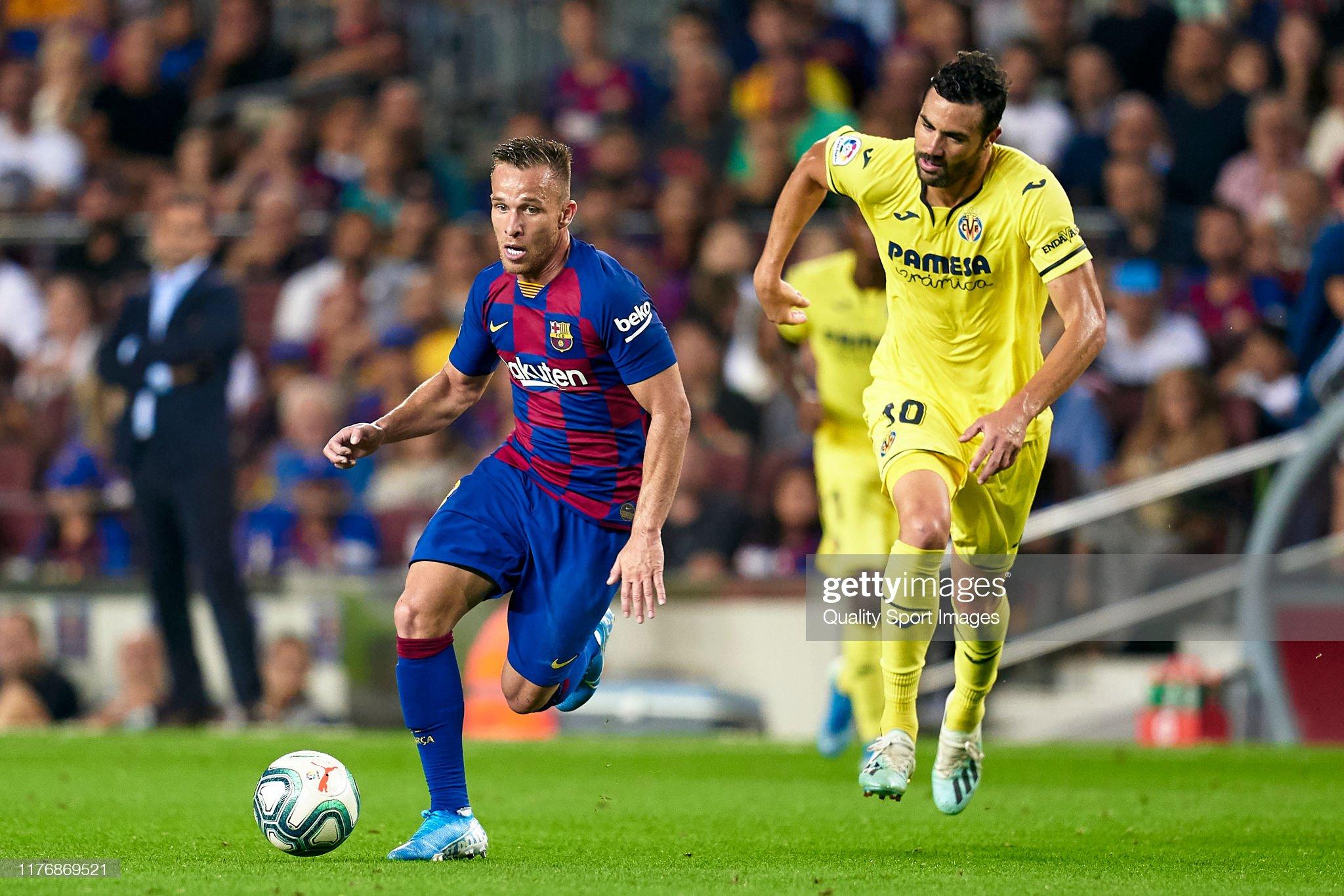 صور مباراة : برشلونة - فياريال 2-1 ( 24-09-2019 )  Arthur-of-fc-barcelona-competes-for-the-ball-with-vicente-iborra-of-picture-id1176869521?s=2048x2048