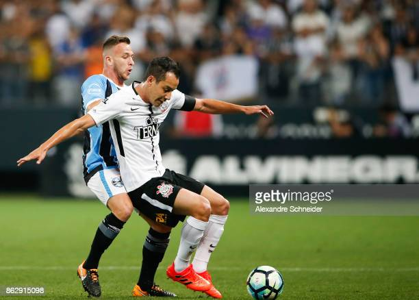 Arthur of Gremio and Rodriguinho of Corinthians in action during the match between Corinthians v Gremio for the Brasileirao Series A 2017 at Arena...