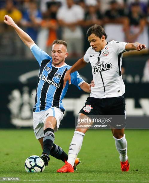 Arthur of Gremio and Romero of Corinthians in action during the match between Corinthians v Gremio for the Brasileirao Series A 2017 at Arena...