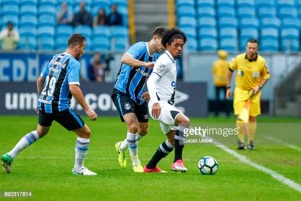 Arthur of Gremio battles for the ball against Douglas of Vasco during the match Gremio v Vasco as part of Brasileirao Series A 2017 at Arena do...