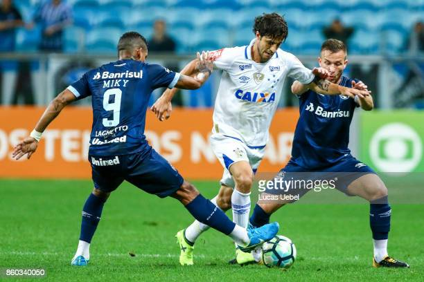 Arthur of Gremio battles for the ball against Hudson of Cruzeiro during the match Gremio v Cruzeiro as part of Brasileirao Series A 2017 at Arena do...