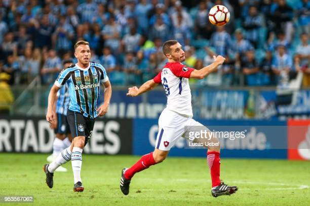 Arthur of Gremio battles for the ball against Marcelo Palau of Cerro Porteno during the match between Gremio and Cerro Porteno part of Copa...