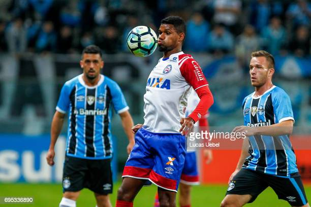 Arthur of Gremio battles for the ball against Matheus Reis of Bahia during the match between Gremio and Bahia as part of Brasileirao Series A 2017 at...