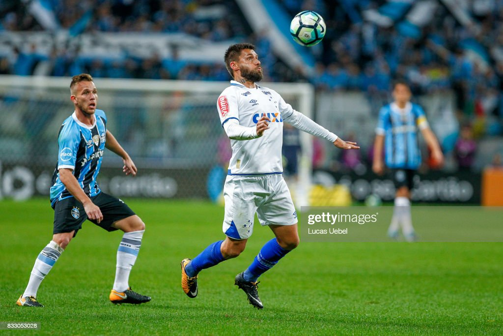 Arthur of Gremio battles for the ball against Rafael Sobis of Cruzeiro during the Gremio v Cruzeiro match, part of Copa do Brasil Semi-Finals 2017, at Arena do Gremio on August 16, 2017 in Porto Alegre, Brazil.