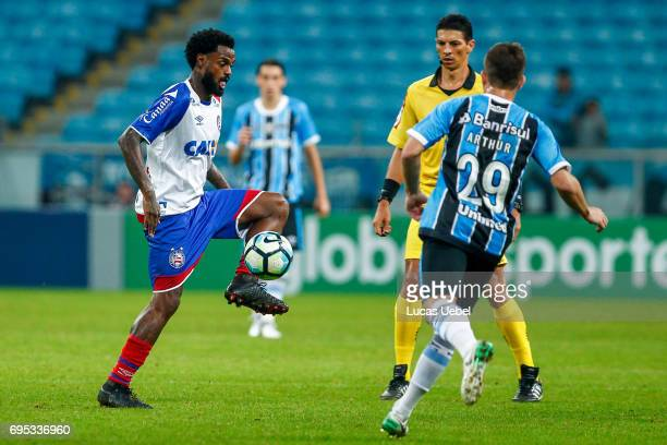 Arthur of Gremio battles for the ball against Rene Junior of Bahia during the match between Gremio and Bahia as part of Brasileirao Series A 2017 at...