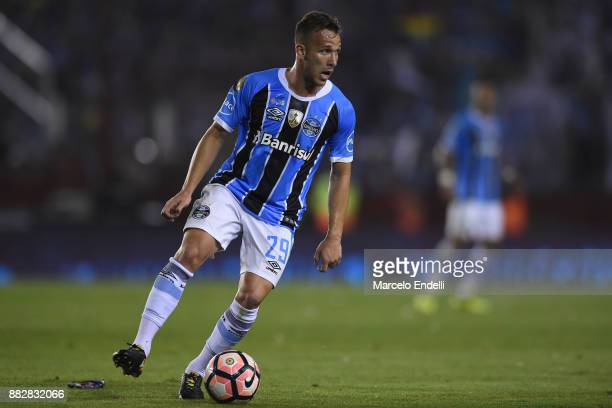 Arthur of Gremio drives the ball during the second leg match between Lanus and Gremio as part of Copa Bridgestone Libertadores 2017 Final at Ciudad...