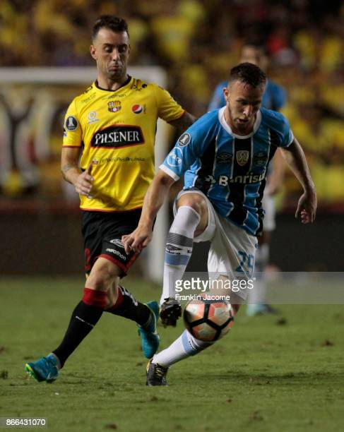 Arthur of Gremio fights for the ball with Damian Díaz of Barcelona SC during a first leg match between Barcelona SC and Gremio as part of the...