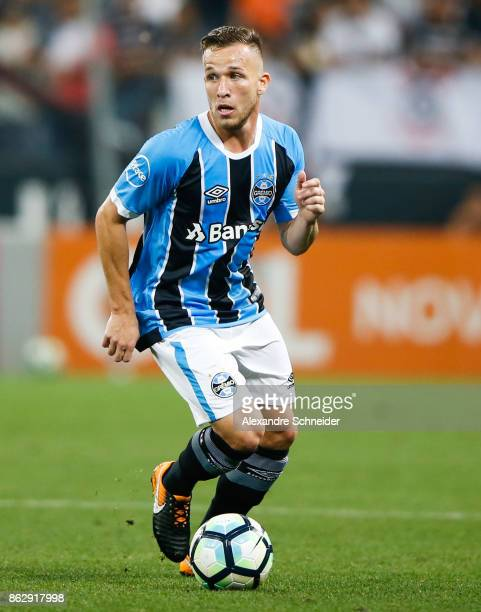 Arthur of Gremio in action during the match between Corinthians v Gremio for the Brasileirao Series A 2017 at Arena Corinthians Stadium on October 18...