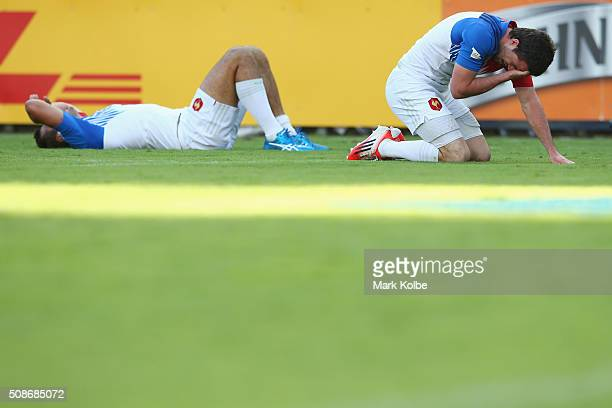 Arthur Retiere and Fulgence Ouedraogo of France looks dejected during the match between France and Samoa 2016 Sydney Sevens at Allianz Stadium on...