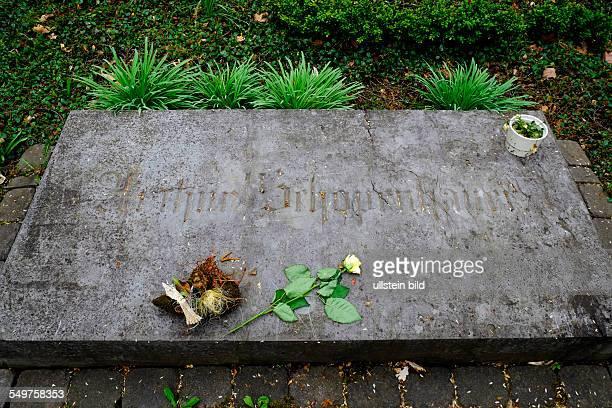Arthur Schopenhauer Grab auf dem Frankfurter Hauptfriedhof deutscher Philosoph Autor und Hochschullehre