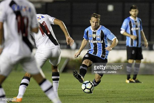 Arthur of Gremio runs with the ball during the match between Vasco da Gama and Gremio as part of Brasileirao Series A 2017 at Sao Januario Stadium...