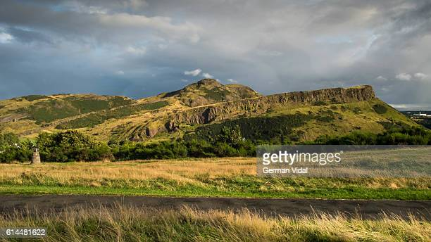 arthur's seat from calton hill, edinburgh, scotland (uk) - arthur stock pictures, royalty-free photos & images