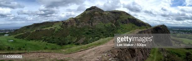 arthur's seat & salisbury crag - サリスベリー ストックフォトと画像