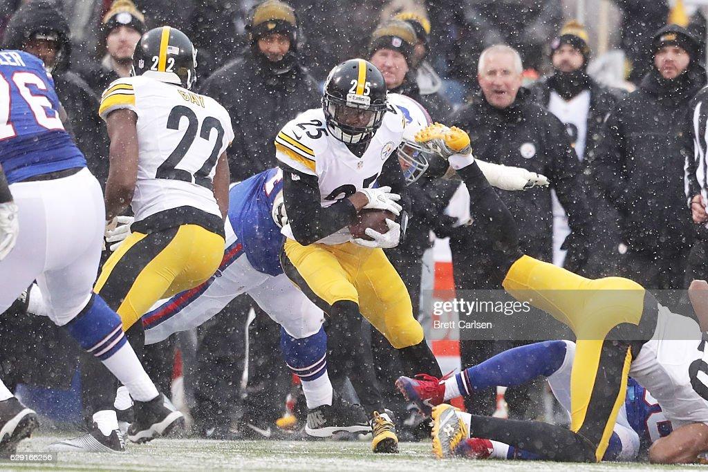 Pittsburgh Steelers v Buffalo Bills : News Photo