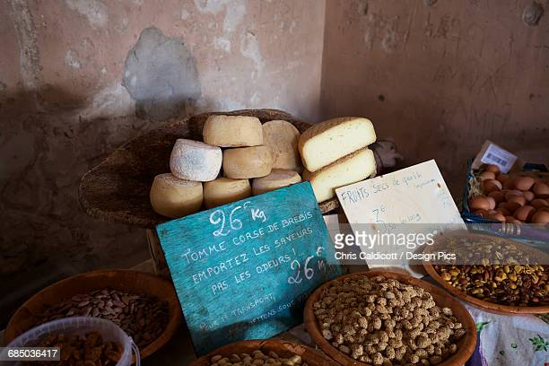 artisan cheese and olives on sale on a covered market stall - corse photos et images de collection