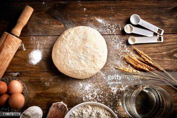 artisanal bakery: dough making ingredients and utensils - artisanal food and drink stock pictures, royalty-free photos & images