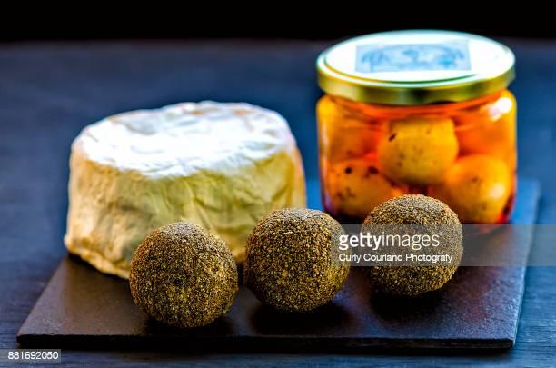 Artisanal cheeses (crottin, labaneh, belper knolle)