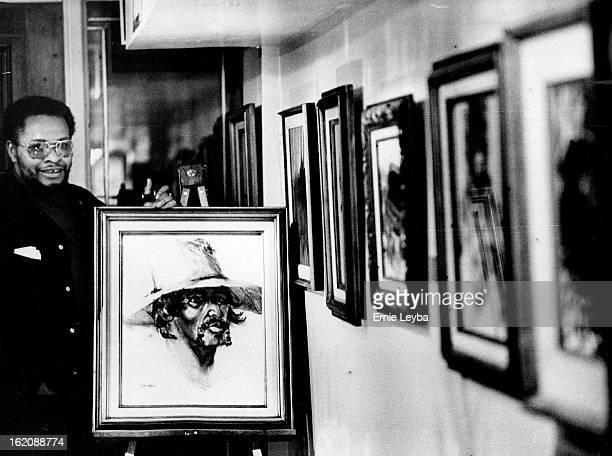 NOV 1 1971 NOV 10 1971 Artist Bob Ragland Shows Charcoal Drawing
