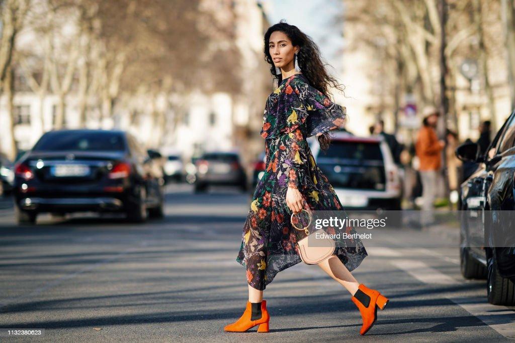 Street Style - Paris Fashion Week Womenswear Fall/Winter 2019/2020 : Day Two : Photo d'actualité