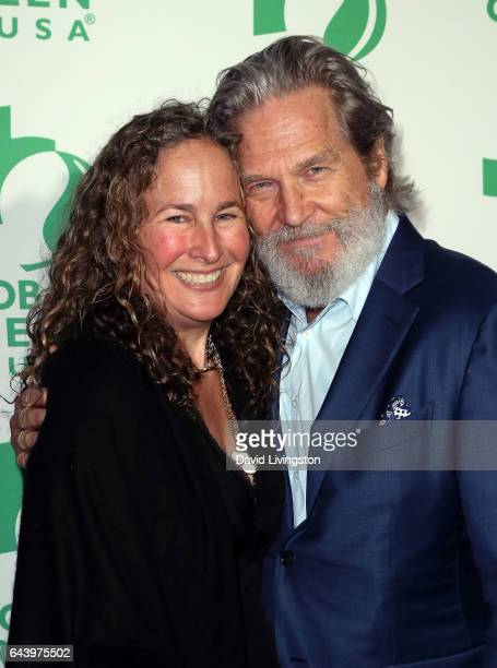 Artist Dianna Cohen and actor Jeff Bridges attend the 14th Annual Global Green PreOscar Gala at TAO Hollywood on February 22 2017 in Los Angeles...