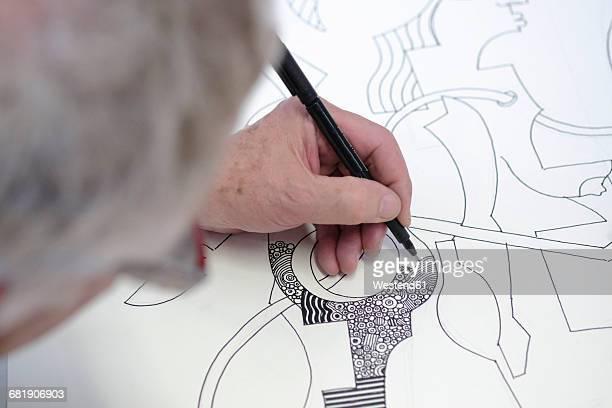 artist drawing, close-up - linkshandig stockfoto's en -beelden