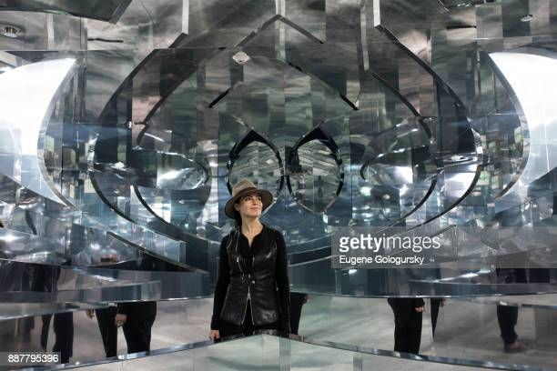 Artist Es Devlin poses in Room 2022 An installation by Es Devlin presented by American Express Platinum at Miami Beach EDITION on December 7 2017 in...