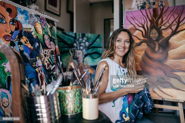 artist in her studio - art studio stock pictures, royalty-free photos & images
