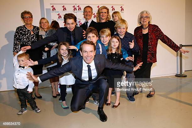 Artist Jeff Koons and family his wife Justine his mother Gloria his sister Karen his children Sean Kurt Blake Eric Kayla Mick Scarlet Megan Jaclyn...