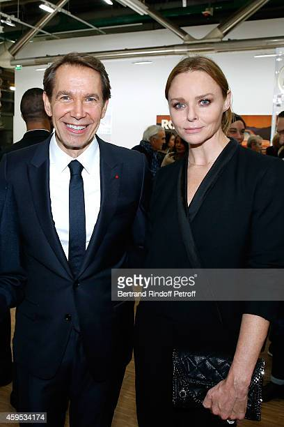 Artist Jeff Koons and Fashion Designer Stella McCartney attend the 'Jeff Koons' Retrospective Exhibition Opening Evening at Beaubourg on November 24...