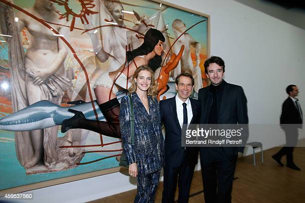 Artist Jeff Koons standing between General manager of Berluti Antoine Arnault and Model Natalia Vodianova attend the 'Jeff Koons' Retrospective...