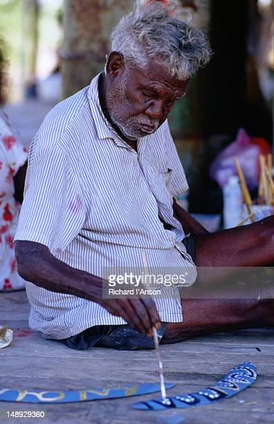 Artist of Juwulinypany Community painting boomerangs.