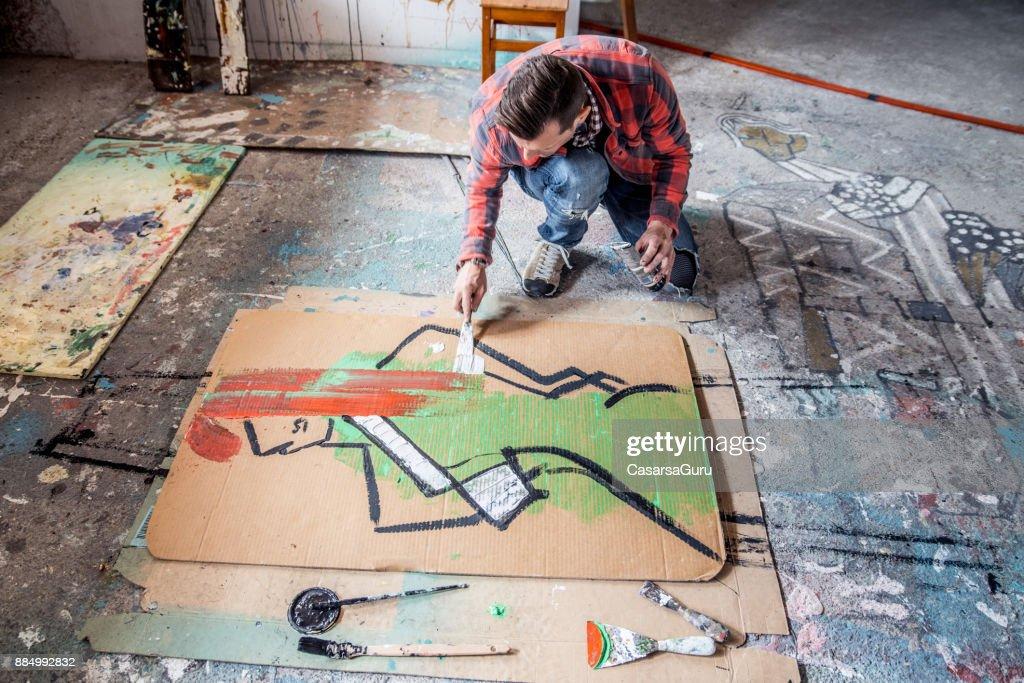 Kunstler Malen Leinwand Karton Auf Boden Stock Foto Getty Images